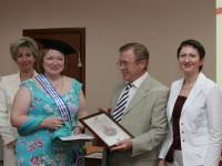 Диплом вручается Азаровой Елене Константиновне